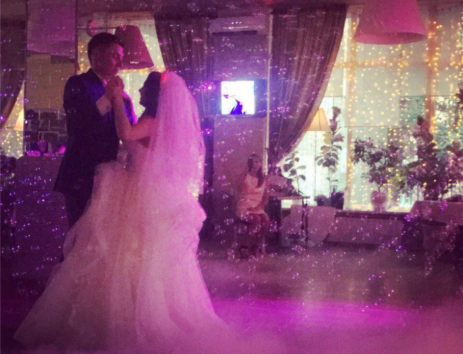 Тяжелый дым и мыльные пузыри на свадьбу