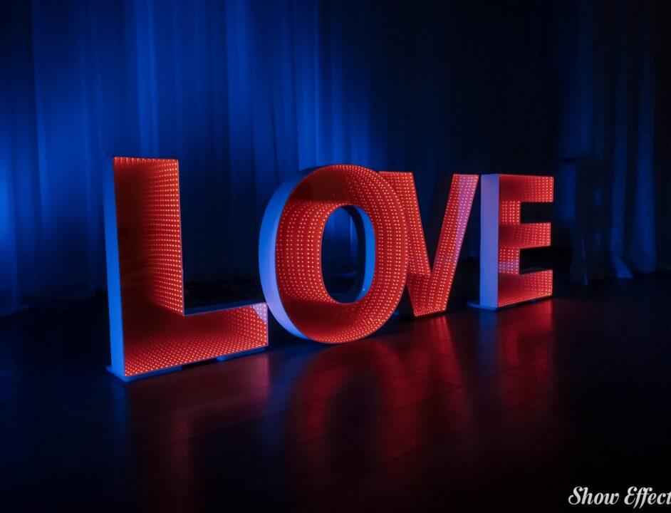 Светящиеся буквы LOVE в аренду